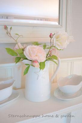 Edle Rose trifft auf shabby Porzellan - die Kombination aus alt und edel harmoniert - Dekoration von Sternschnuppe home & garden , Eichelhardt