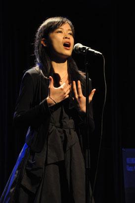 """Mlle Athena Mok, 3e prix avec """"Non, je ne regrette rien"""" d'Edith Piaf"""