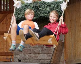 Die Doppelschaukel vom Spielmannshof Seitenroda zum Kinderfest