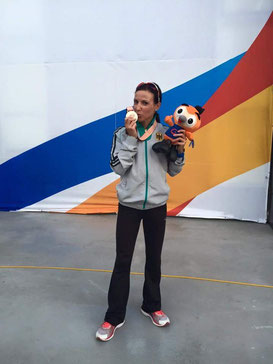 Sabrina Mockenhaupt, die prominenteste Athletin der LG Sieg, gewann bei der Militär-WM die Bronzemedaille über 5000 m in 15:35,75 Min. Ganz nebenbei gelang ihr, nur wenige Monate nach einer Operation, eine Jahresbestleistung über diese Distanz. (mk)