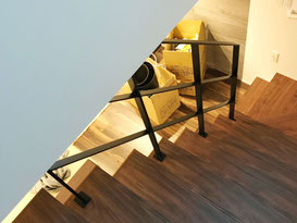 リビング階段吹き抜けの問題を解決するスチール手摺