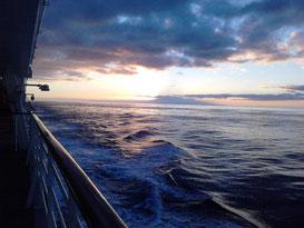 Herrlicher Sonnenaufgang hinter dem Teide (Teneriffa)