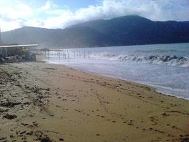 Strandunter in Agios Georgios