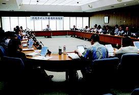 大腸がん激減プロジェクトについて審議した県がん診療連携協議会=2日、西原町、琉球大学医学部