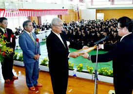 八重山商工高校の創立50周年記念式典が開かれた=26日、同校体育館