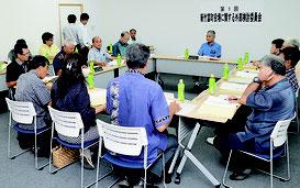第1回新竹富町役場に関する外部検討委員会が開かれた=18日、竹富町役場