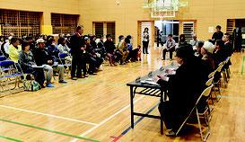 川原地区住民との意見交換会が開かれた=26日夜、同小体育館