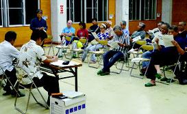 川平公民館で意見交換会が開かれた=25日夜、同公民館