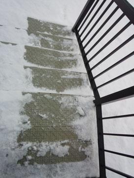 究極の雪氷階段滑り止め