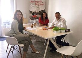 Von links: Dr. Anna Christmann besucht Katja Hofmann und Peter Kaiser.