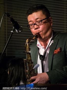 撮影、越野龍彦氏