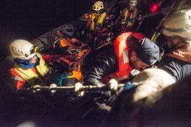 Nach 24 Stunden endlich in Sicherheit. Foto: Boris Niehaus — Sea-Watch.org