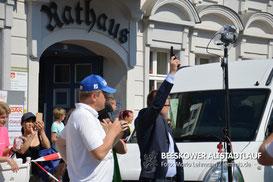 Den Startschuss über 2,5km gab der Bürgermeister von Sulecin Dariusz Ejchart. (Foto: Lehmann)