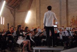 Die Musiker und Dirigent Thomas Posth hoffen, wieder auf dem Hartmannshof spielen zu können.
