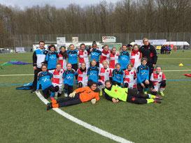 Unsere Mädels mit Slavia Prag