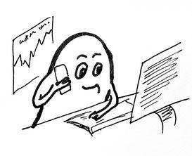 Glockenmännchen am Schreibtisch vor dem PC, telefoniert mit Handy. Zeichnung von Claudia Pichler Mediation Salzburg