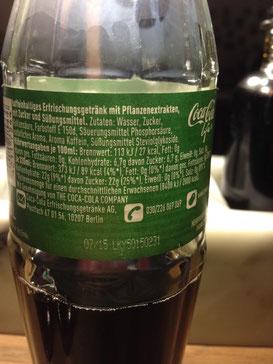 Die Inhaltsstoffe von Coca Cola Life könnt Ihr aus dem Rückenetikett nachlesen.