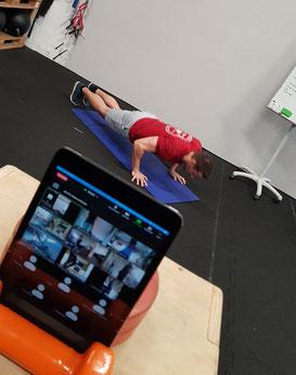 Lockdown Special: Durch die Zusammenarbeit von über 100 CrossFit Boxen (D/AT/CH) kannst Du als Mitglied von CrossFit Zwickau jeden Tag aus bis zu 50 verschiedene Online Kursen auswählen und so virtuell in Berlin, München oder Zürich trainieren.