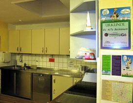 Die Veggietag-Urkunde ziert nun auch in der Kita-Küche
