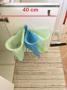Affaldssorteringssystem til køkken i dit køkkenskab.  Affaldsstativer fås fra 100.- Se her- ingen plads er ingen hindring for vores affaldsstativer