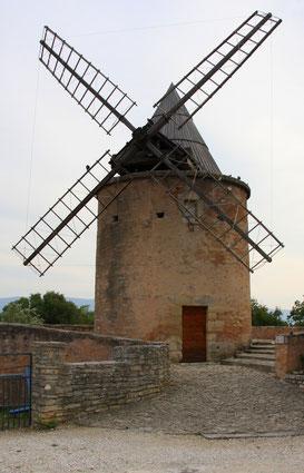 Bild: alte Windmühle in Goult, Le Moulin de Jérusalem