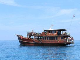Mit einem relaxten Boat Cruise den Thailand Urlaub in Khao Lak bereichern.