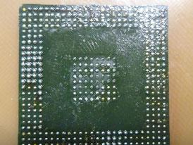 車 コンピュータ基板 修理前(BGA))