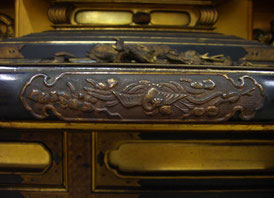 【お仏壇の洗濯・修理】お洗濯仏壇の金具を外した後は、下処理をして、金メッキし直します