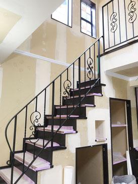 階段手摺と吹き抜け手摺の高さの関係は奥が深いです!