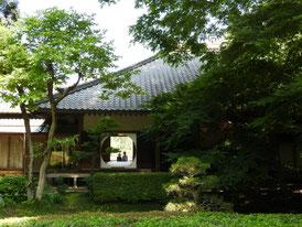 後庭園から観る、明月院本堂