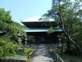 山門から仏殿正面