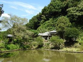 大覚池と本堂