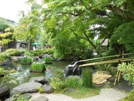 放生池庭園