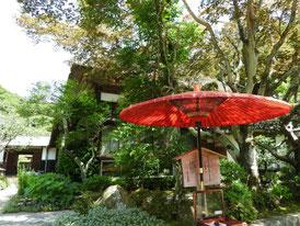 海蔵寺案内和傘と庫裡