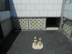 彫刻室中庭のイサムノグチの「こけし」