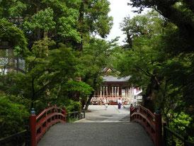 白旗神社から舞殿を観る