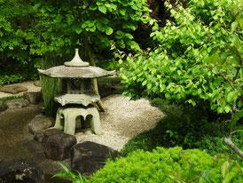 経堂脇の庭園