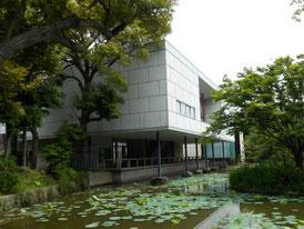 平家池から右側面