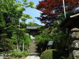 海蔵寺山門へ