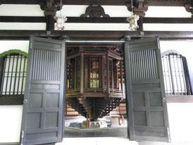 経堂(輪転蔵) 回転式の書庫