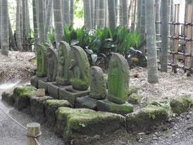 竹林の中の地蔵