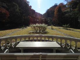 バルコニーからフランス庭園を観る