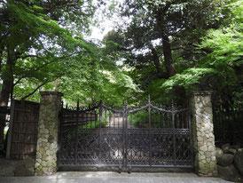 正門の門扉