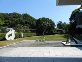 芝生の前庭