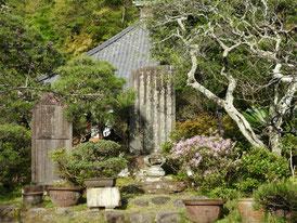 日蓮聖人の立正安国論奉進の石碑