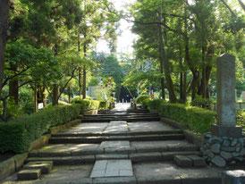 鎌倉街道から円覚寺総門へ 途中に踏切