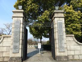 外人墓地正門
