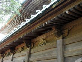仏殿の十二支の装飾彫刻