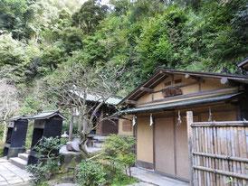 鳥居から七福神社を望む