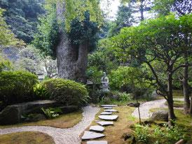 境内の古山水庭園